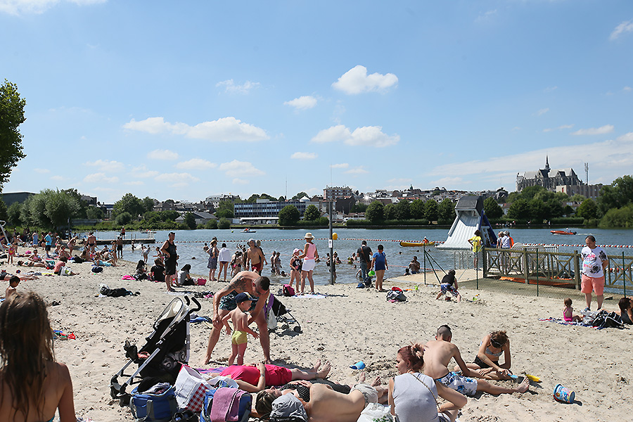 Plage d 39 isle saint quentin site internet for Piscine saint quentin